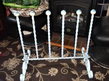 VINTAGE WROUGHT IRON ORNATE DESIGN BOOT STAND BLUE FINISH DAISY BOBBLES HOLDS 6